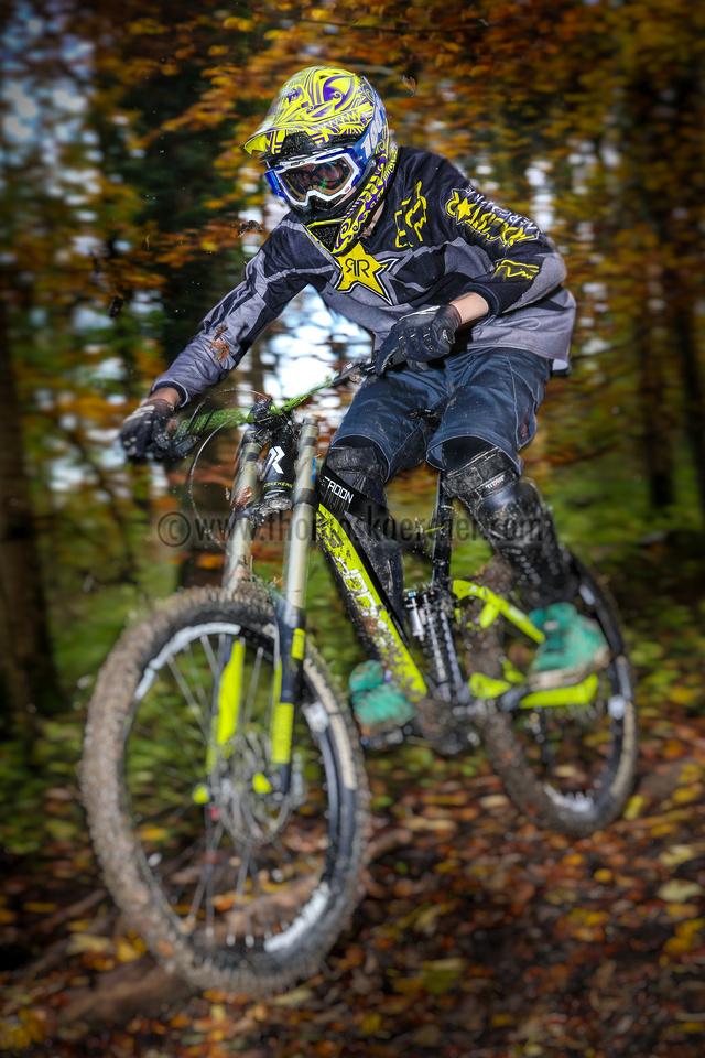 mountainbiker-downhill